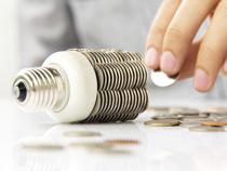 Je mehr Betriebe sich von der Umlage befreien lassen, desto teurer wird der Ökostrom für die übrigen (privaten) Verbraucher.