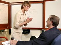 Wer sich unwohl fühlt, sollte von seinem Arbeitgeber zum Arzt geschickt werden. Sonst muss der Chef nachträglich die Arbeitsfähigkeit nachweisen.